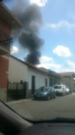 BEINASCO - Incendio nel deposito di unimpresa di costruzioni a Borgaretto: tanta paura, ma nessun ferito - immagine 1