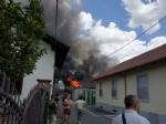 BEINASCO - Magazzino in fiamme a Borgaretto, paura nella frazione - immagine 2