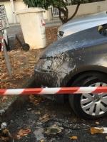 CANDIOLO - Si incendia un lampione e rovina le auto parcheggiate - LE FOTO - - immagine 1
