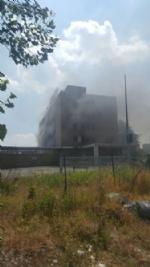 NICHELINO - Viberti ancora in fiamme: bruciano masserizie e rifiuti abbandonati  - FOTO - immagine 1