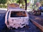 BEINASCO - Un incendio nella notte distrugge tre auto e due moto in via Aldo Moro - LE FOTO - - immagine 1