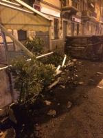 MONCALIERI - Auto si ribalta contro il dehor della pizzeria, feriti in ospedale - LE FOTO - - immagine 1