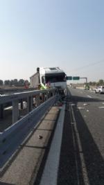 CANDIOLO - Grave incidente sullautostrada Torino-Pinerolo, camionista in condizioni critiche - LE FOTO - - immagine 7