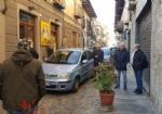 MONCALIERI - Traffico in tilt in via Santa Croce: unauto in divieto blocca anche lautobus - immagine 2