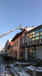 BEINASCO - Incendio devasta unabitazione, due anziani bloccati - immagine 5