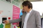 """NICHELINO - Inaugurato al Carrefour """"Mister pack"""" il nuovo punto per buttare la plastica, guadagnando. - immagine 2"""