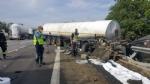 NICHELINO - Maxi incidente In tangenziale sud, coinvolti mezzi pesanti e auto - LE FOTO - - immagine 4