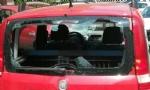 MONCALIERI - In auto senza patente e assicurazione, per evitare la confisca la distrugge con un masso - immagine 2