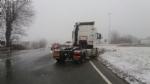 LA LOGGIA - Incidente causa neve, camion finisce fuori strada: traffico in tilt - FOTO - immagine 2