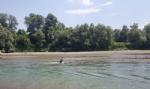 CARMAGNOLA - Appuntamento a «Carmagnola beach» per i forzati della tintarella, ma sulla spiaggia restano troppi rifiuti - immagine 2