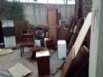 MONCALIERI - Maxi discarica abusiva di mobili nel parcheggio di via Peschiera - immagine 2