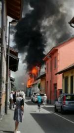 BEINASCO - Incendio nel deposito di unimpresa di costruzioni a Borgaretto: tanta paura, ma nessun ferito - immagine 2
