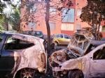 BEINASCO - Un incendio nella notte distrugge tre auto e due moto in via Aldo Moro - LE FOTO - - immagine 2