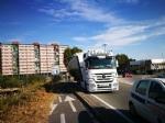 NICHELINO - Camion rischia di perdere il carico in via XXV Aprile. Disagi in zona Debouchè - immagine 2