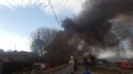ORBASSANO-TORINO - Incendio devasta il capannone di unazienda: colonna di fumo nero impressionante - FOTO - immagine 5