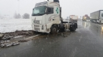 LA LOGGIA - Incidente causa neve, camion finisce fuori strada: traffico in tilt - FOTO - immagine 3