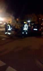 MONCALIERI - Paura al parcheggio del 45esimo parallelo: a fuoco due auto - immagine 3