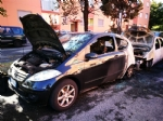 BEINASCO - Un incendio nella notte distrugge tre auto e due moto in via Aldo Moro - LE FOTO - - immagine 3