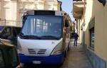MONCALIERI - Traffico in tilt in via Santa Croce: unauto in divieto blocca anche lautobus - immagine 5