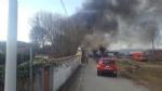 ORBASSANO-TORINO - Incendio devasta il capannone di unazienda: colonna di fumo nero impressionante - FOTO - immagine 7