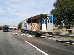 NICHELINO - Maxi incidente In tangenziale sud, coinvolti mezzi pesanti e auto - LE FOTO - - immagine 2