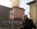 TROFARELLO - Si incendia il tetto di una palazzina: evacuate 14 famiglie - immagine 5