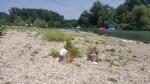 CARMAGNOLA - Appuntamento a «Carmagnola beach» per i forzati della tintarella, ma sulla spiaggia restano troppi rifiuti - immagine 5