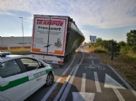 NICHELINO - Camion rischia di perdere il carico in via XXV Aprile. Disagi in zona Debouchè - immagine 5