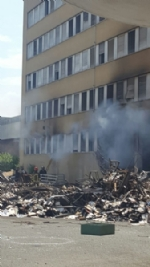 NICHELINO - Viberti ancora in fiamme: bruciano masserizie e rifiuti abbandonati  - FOTO - immagine 8