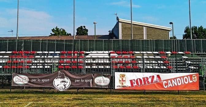 CANDIOLO - Nuovo look per il campo sportivo con la tribuna biancorossa