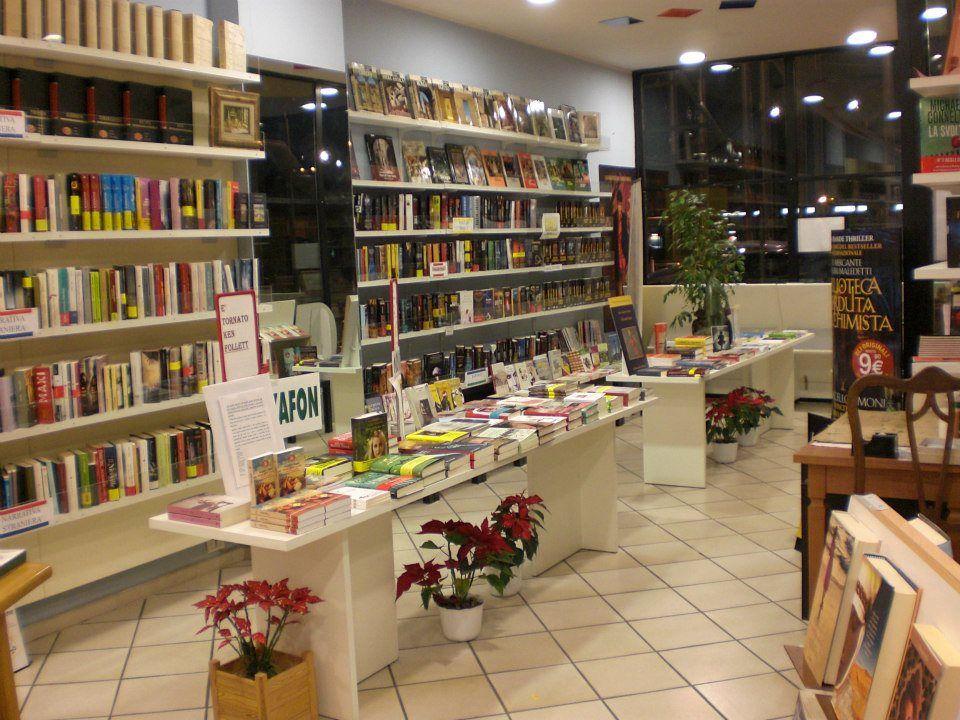 NICHELINO - La prima libreria d'Italia gestita da volontari compie 10 anni