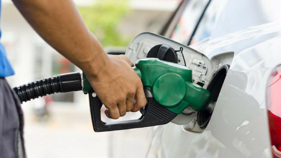 BEINASCO - Si ferma per fare benzina ma gli rubano i soldi dall'automatico