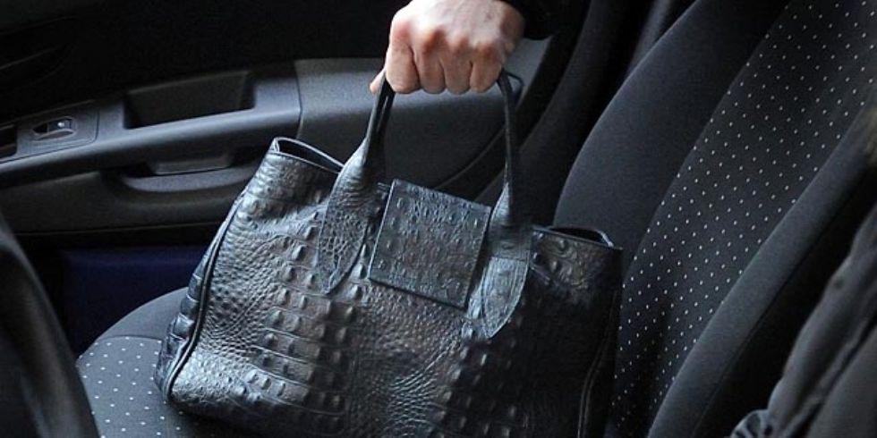 BRUINO - Tornano i ladri di borse davanti alle scuole