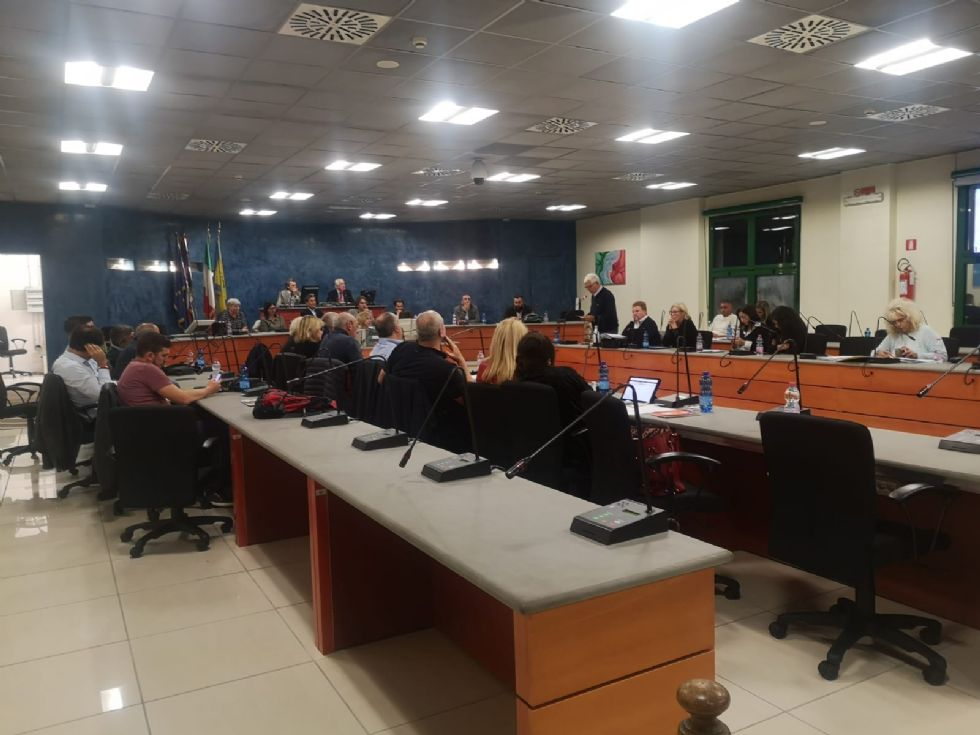 NICHELINO - Caos in maggioranza: si dimette l'assessore Ramello. Il sindaco sfida i dissidenti: 'Sfiduciatemi'