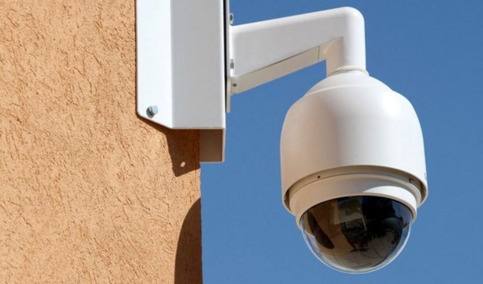 BEINASCO - Le telecamere pizzicano ladruncoli e vandali: due denunce