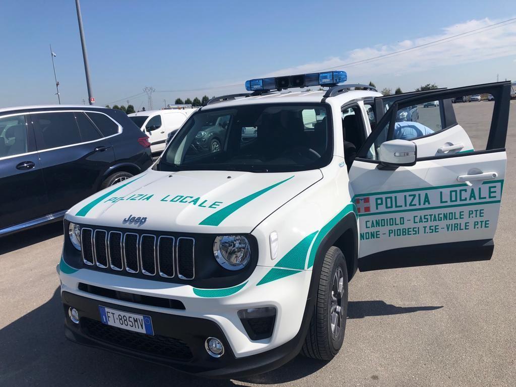 CANDIOLO - Si schianta con l'auto contro tre veicoli parcheggiati e fugge. Aveva anche violato il coprifuoco