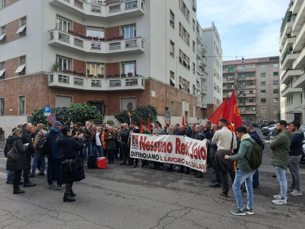MONCALIERI - Crisi Alpitel, venti lavoratori si sono licenziati. Restano 80 esuberi