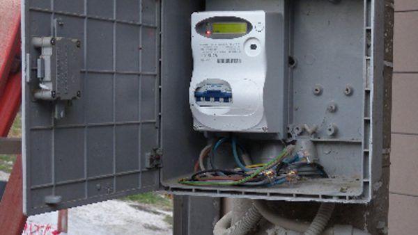 TROFARELLO - Cassette degli interruttori aperte e vandalizzate: parte del paese al buio
