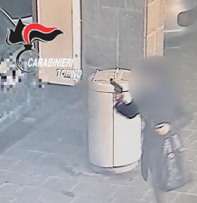 MONCALIERI - Entra in farmacia armata di una pistola (finta). Voleva degli ansiolitici: arrestata