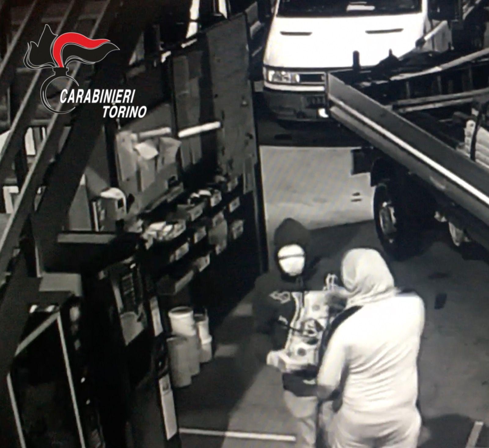 MONCALIERI - Presa la banda che depredava aziende e tir: rubati anche venti quintali di dolci - VIDEO