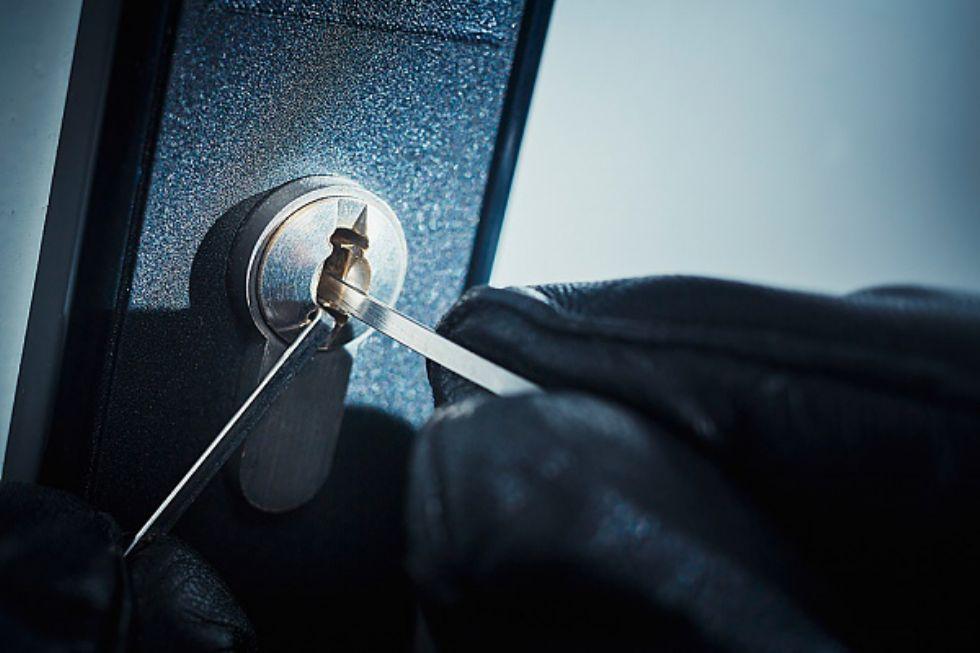 MONCALIERI - Nottata di paura a Tagliaferro per i ladri in appartamento