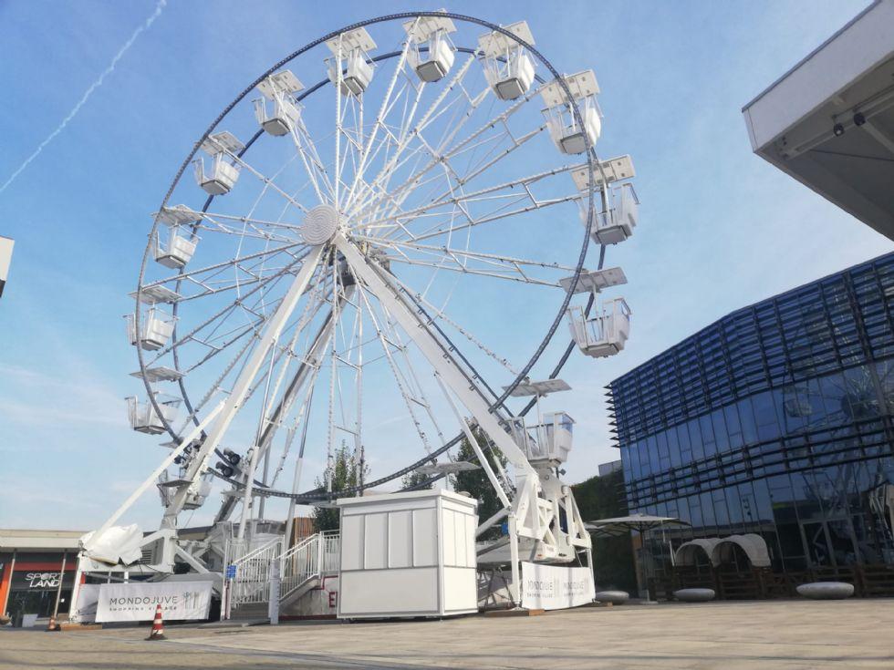 VINOVO - Una ruota panoramica celebra il compleanno di Mondojuve