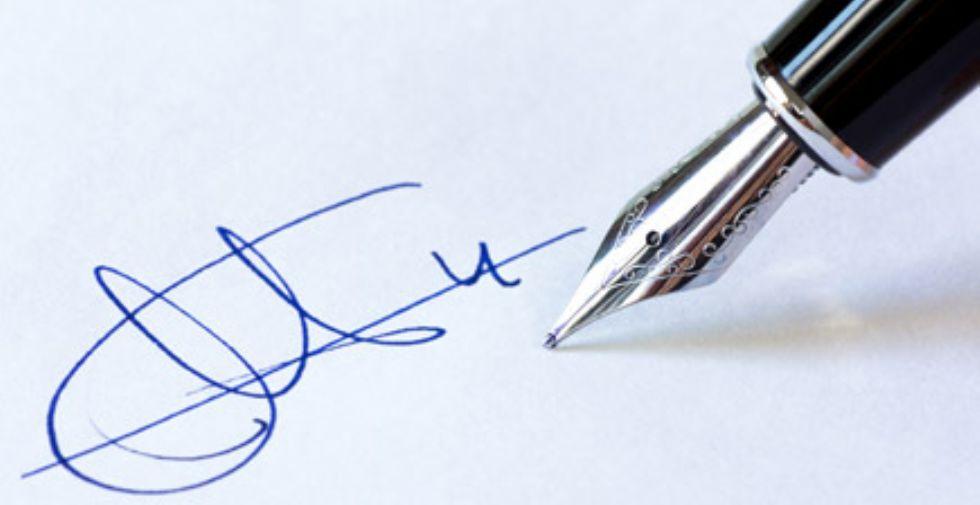 MONCALIERI - Avvocato 'furbetto' falsifica la firma della cliente: denunciato