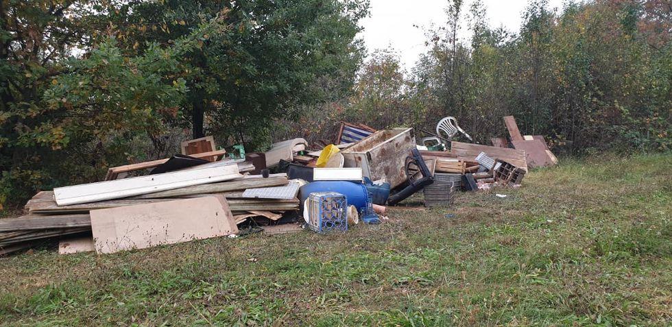 PIOSSASCO - Fioccano le discariche nelle zone periferiche: la protesta dei residenti