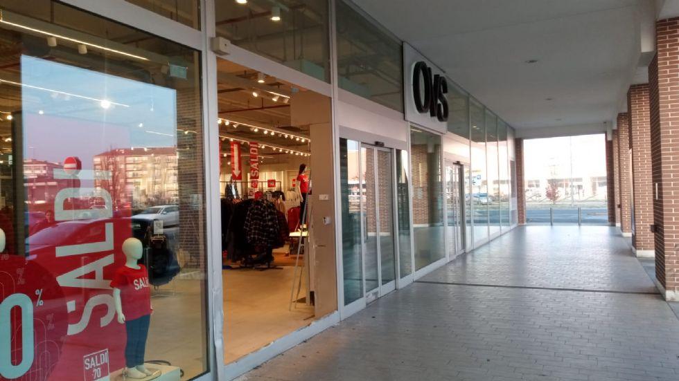 RIVALTA - Spaccata nella notte all''Ovs del centro commerciale di Pasta