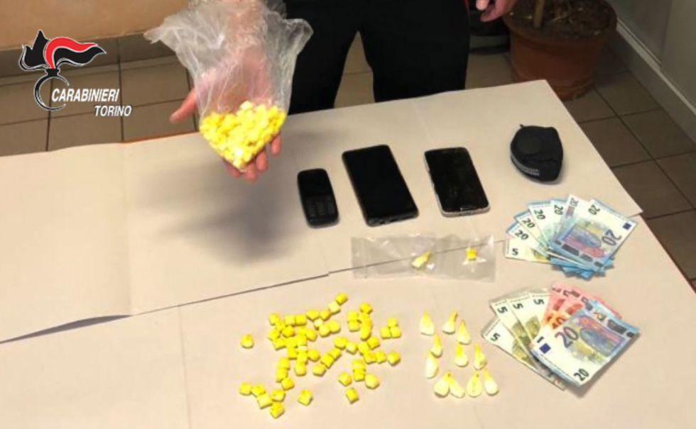 ORBASSANO - Spaccio di droga, 121 dosi di crack in auto: arrestato un 40enne di Beinasco - VIDEO