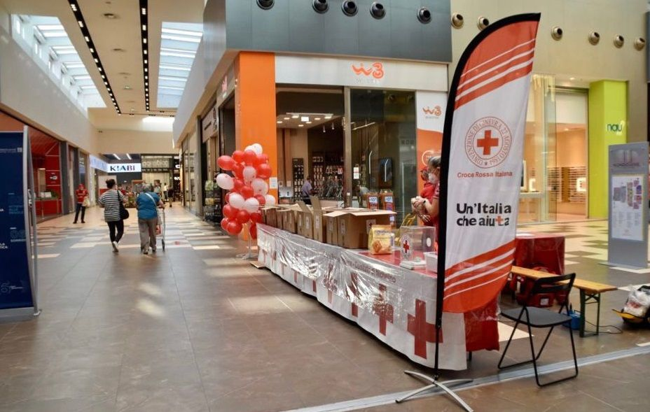 NICHELINO - La Croce Rossa raccoglie 8 quintali di alimenti da destinare ai più bisognosi