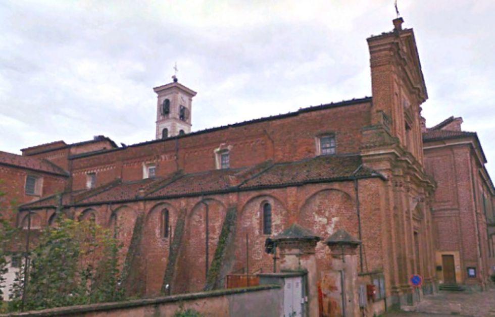 CARMAGNOLA - Il colonnato dell'abbazia di Casanova rischia di scomparire per sempre