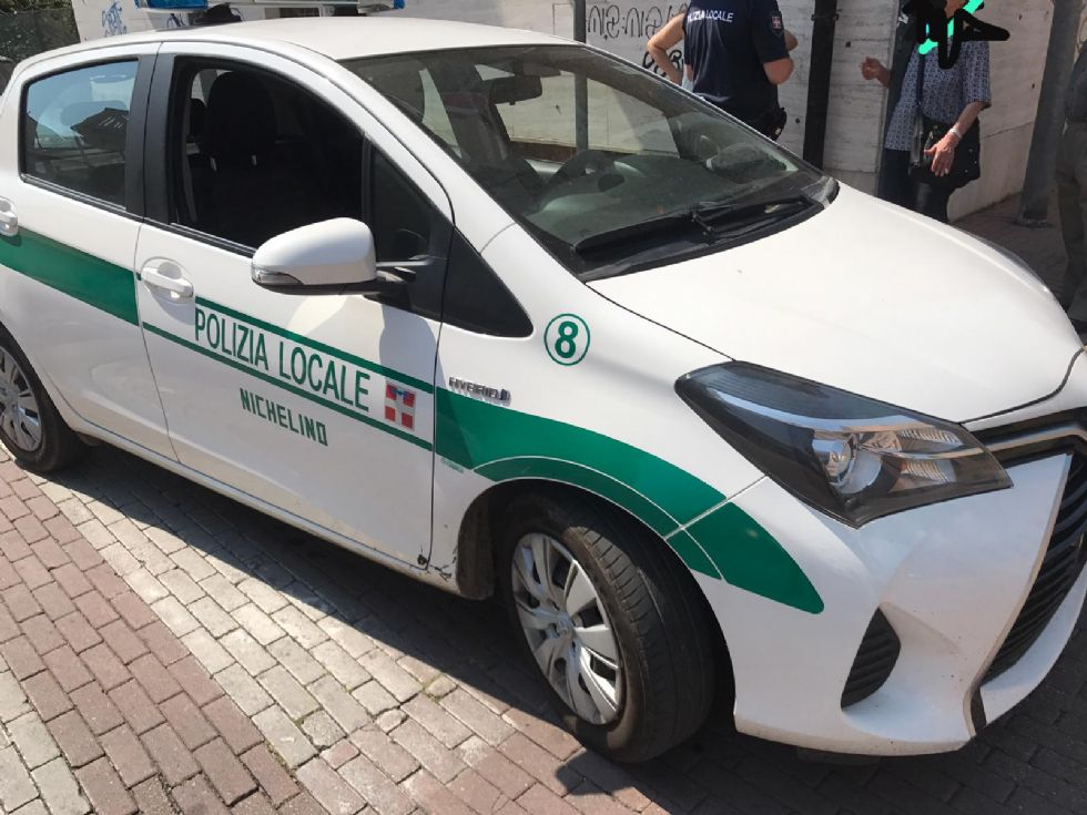 NICHELINO - La nonnina ha un vuoto di memoria e si perde: la polizia locale la salva