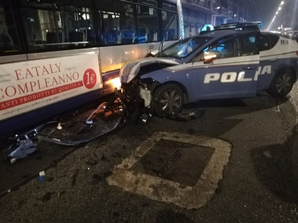MONCALIERI - Inseguimento a folle velocità nella notte: sei poliziotti feriti, tre volanti distrutte. 39enne di Moncalieri arrestato per tentato omicidio